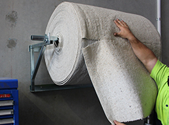 Absorbent roll for workshop
